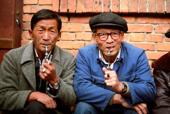 old_men_smoking