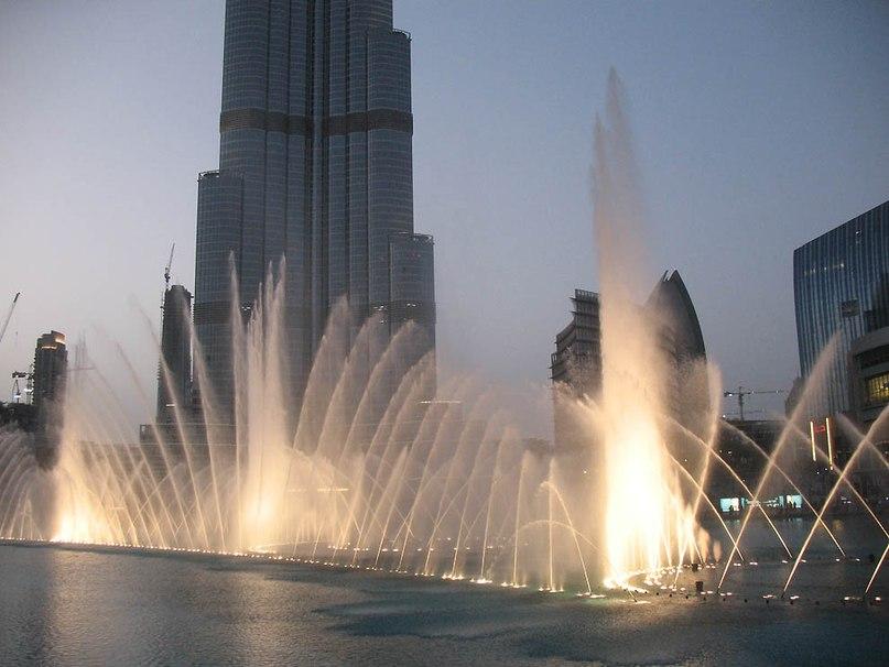 Стоимость создания такого удивительного искусства 218 миллионов долларов США. При включении фонтана играет арабская или классическая музыка.