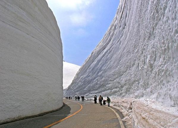 В Японии есть весьма интересная достопримечательность, которая имеет длину 90 километров — это маршрут Татеяма Куробе