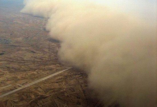 В 2011 году 5 июля мощнейшая песчаная буря накрыла город Финикс, которые является столицей штата Аризона в США.