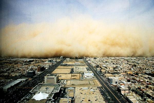 Весьма редко песчаные бурю возникают в регионах со степным ландшафтом и очень редко в лесостепях и лесных зонах.