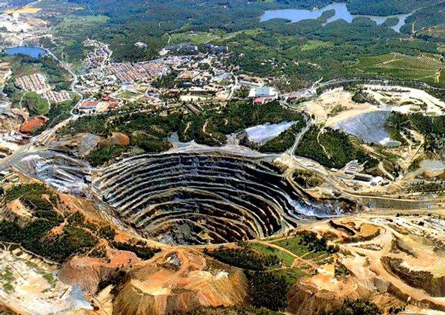 С древности, рядом с берегами нынешней реки Рио-Тинто, добывали полезные ископаемые.