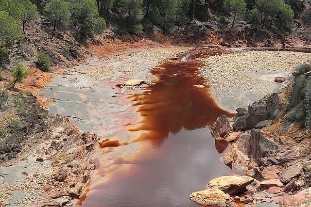 Эта река течёт в юго-западной части Испании в части андалусийских гор Сьерра-Морена.