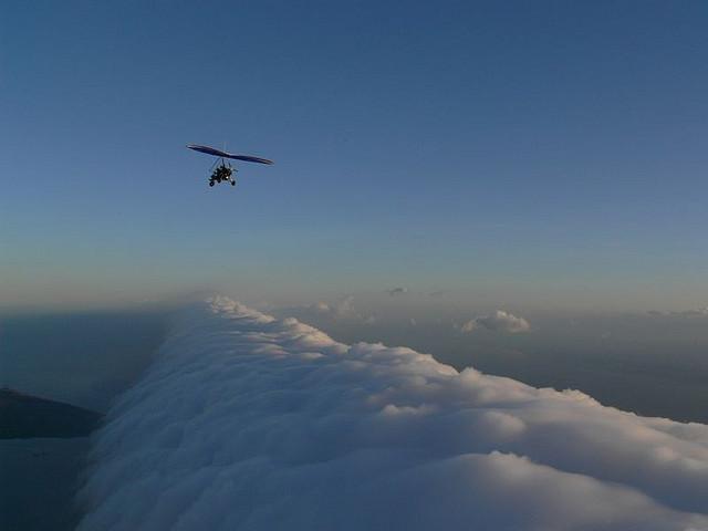 Частенько бывает, что такие облака находятся на высоте всего 100-200 метров от земли.