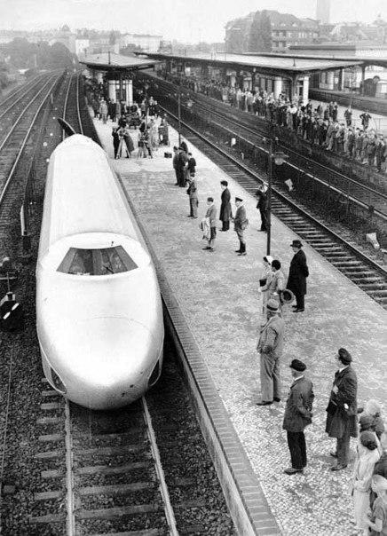 Рельсовый цеппелин- альтернатива транспортной модели мира