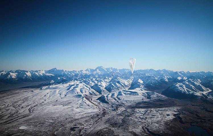 На фото — воздушный шар, плавающий над Новой Зеландией.