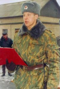в 1995 году Фёдор ушёл на два года в армию