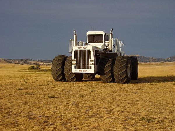 Big Bud - самый большой трактор