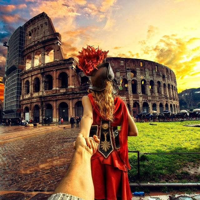 Мурад Османн, а на фоне - Римский Колизей