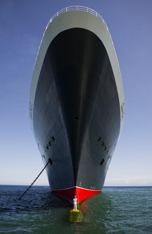 На фото — капитан и его океанский лайнер Queen Mary 2. Автор — James Morgan.