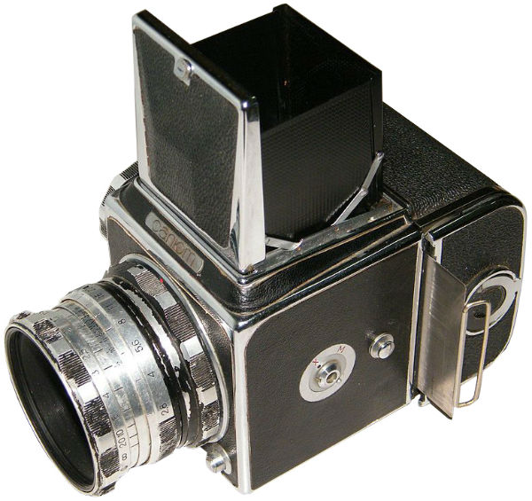 Зеркальный однообъективный фотоаппарат Салют
