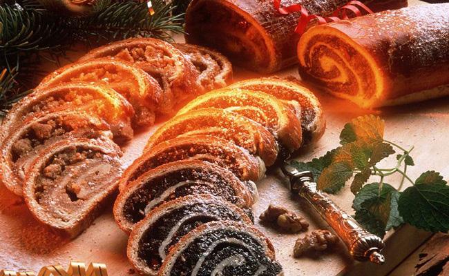 Как и у французов, в Венгрии рождественский пирог – это рулет, в который добавляют орехи или мак.
