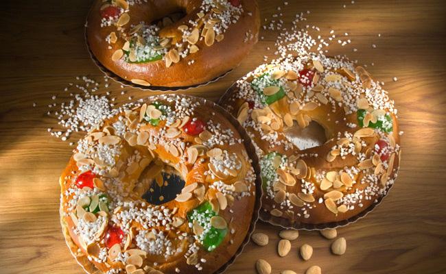 Испанский рождественский пирог очень смахивает на то, что мы называем калачом.