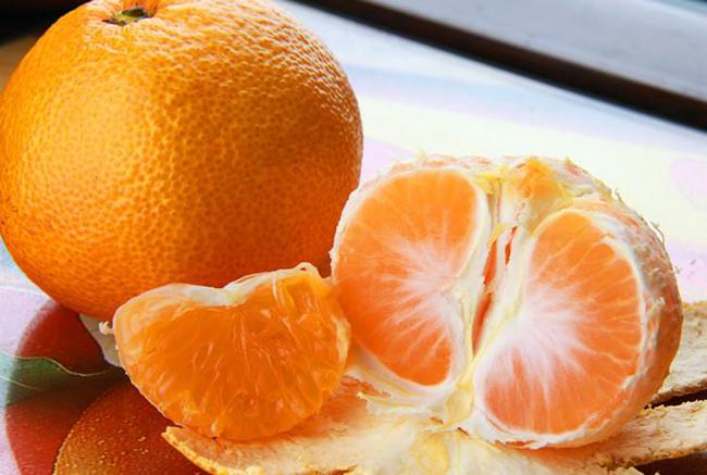 Мандаринное масло весьма эффективный борец с морщинами и с угревой сыпью, успокаивает чувствительную кожу а так же является известным антицеллюлитным средством.