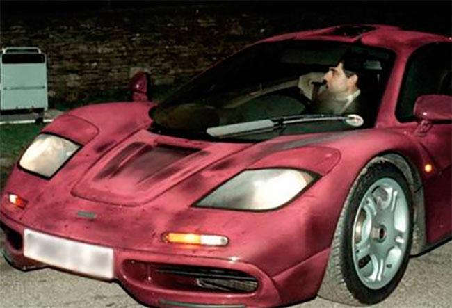 Роуэн Аткинсон за рулем своего Мсlaren F1 GTR
