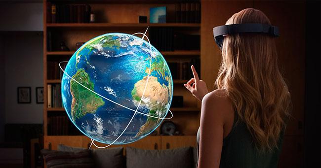 Microsoft представила «HoloLens» — автономные беспроводные очки, которые создают голографические иллюзии в поле зрения владельца.
