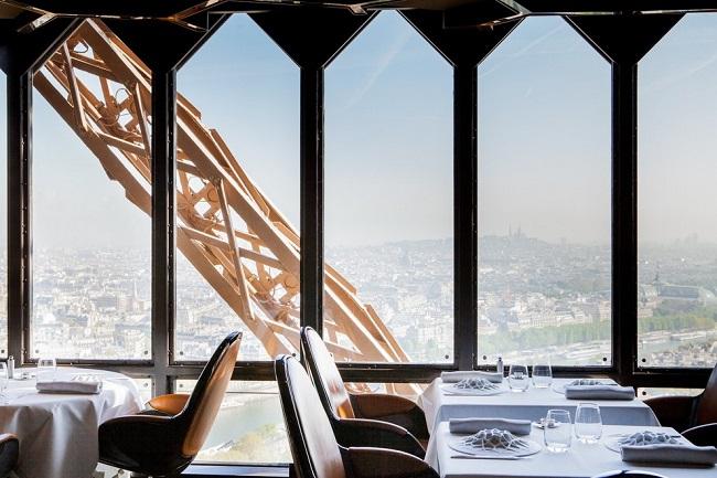 Видовой ресторан в Париже.