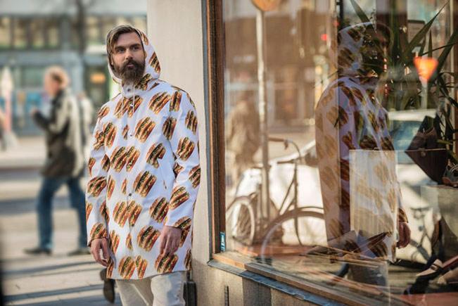 Теперь можно быть в Mac моде. В год своего 75-летия компания с McDonald's дебютировал на Биг Мак Fashion Show в Стокгольме, Швеция.
