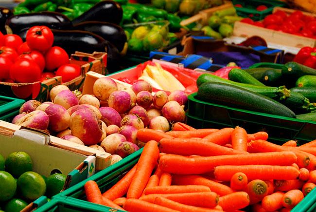 Овощи полезны для здоровья по определению, одно яблоко в день способно обеспечить человеческий организм набором ежедневно необходимых витаминов