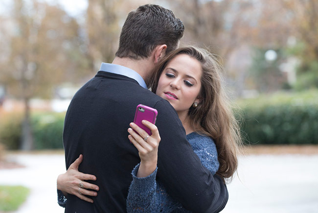 Мобильные телефоны губят романтические отношения
