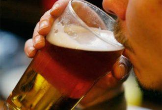 Рабочая неделя свыше 55 часов подталкивает к чрезмерному употреблению алкоголя