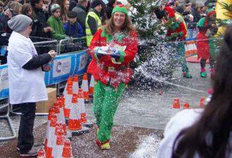 Рождественский забег с пудингами в Англии