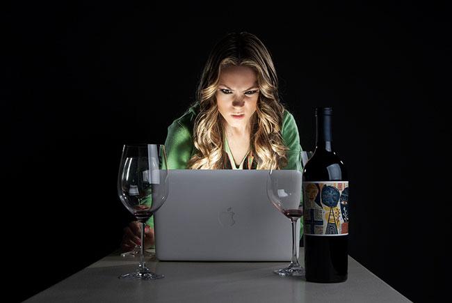 Ученые объясняют, почему вы следите за бывшими в соцсетях