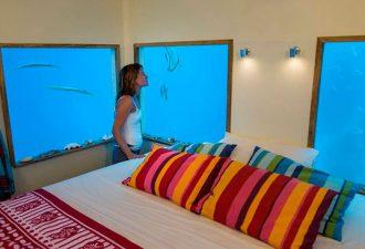 Плавающий отель с подводной спальней в Индийском океане