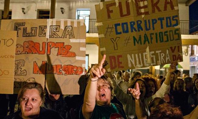Новые настольные игры Д€мократия и Корруптополис появились в Испании