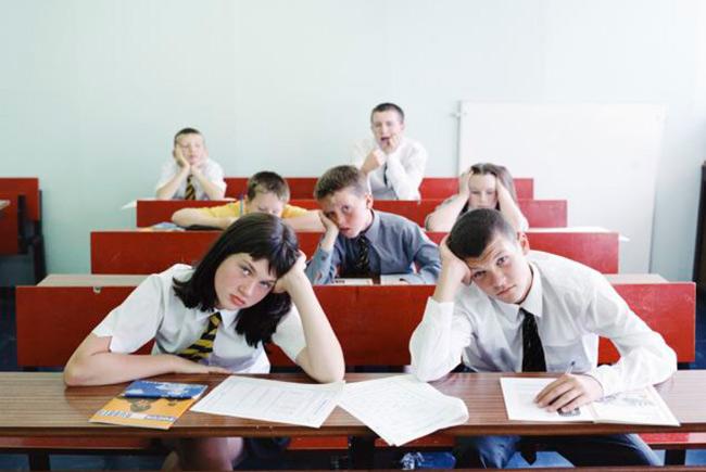 Учеников британской школы попросили написать предсмертные записки