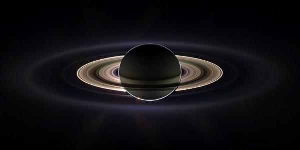 """10 лучших фотографий Сатурна, сделанных зондом """"Cassini"""""""
