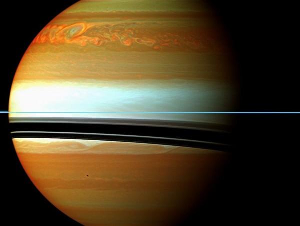Рождение бури на Сатурне.