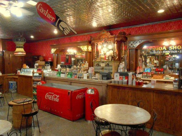 Старый магазин в Брук Шоу, Джексон, Тенн
