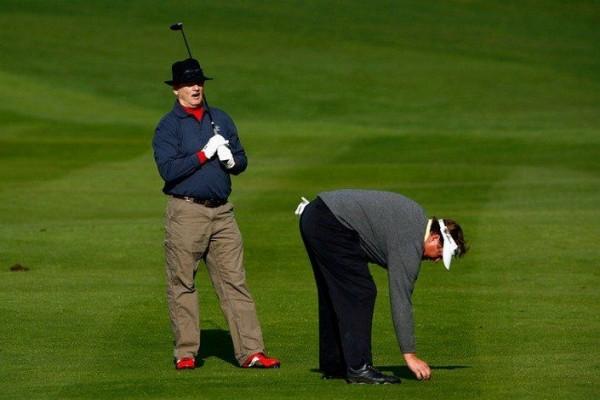 Тим Херрон и Билл Мюррей играют в гольф