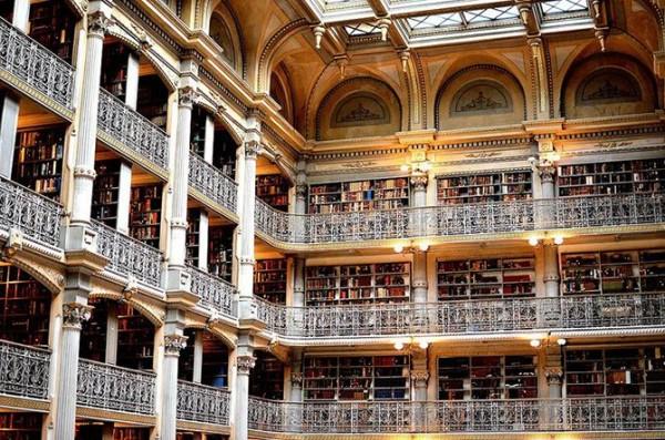 Библиотека Джорджа Пибоди в университете Джона Хопкинса