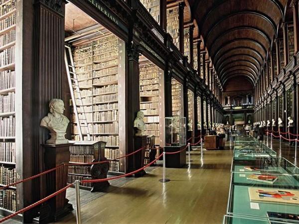 Библиотека Тринити-колледжа в Дублине, Ирландия