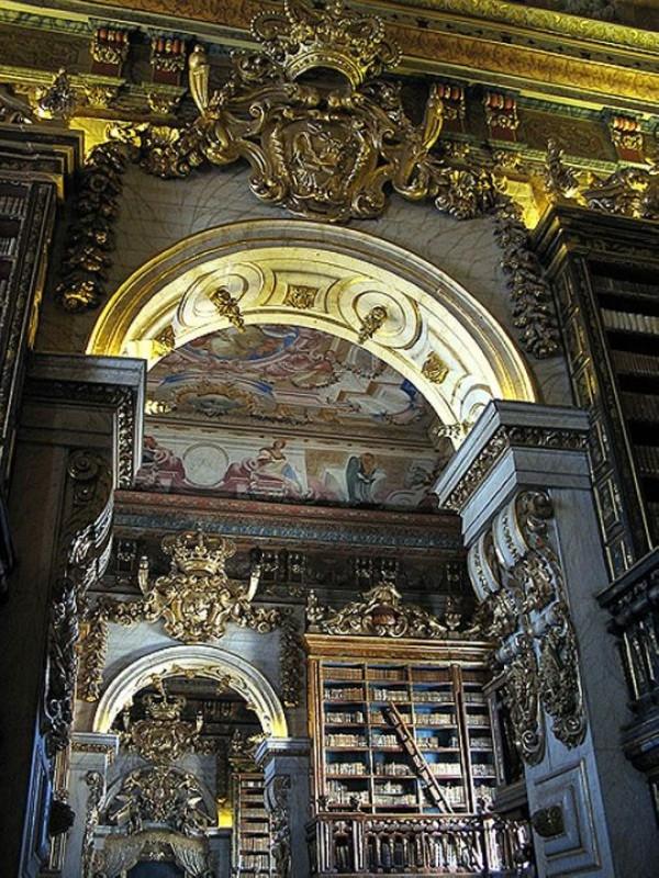 Библиотека университета Коимбры в Португалии