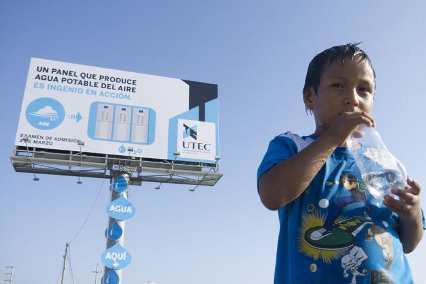 Рекламный щит для выдачи воды