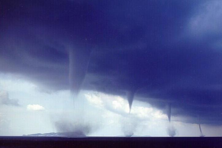 Торнадо на воде