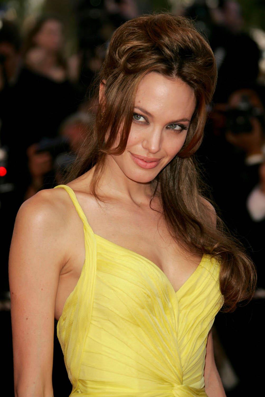 Анджелина Джоли-американская актриса, кинорежиссёр и фотомодель