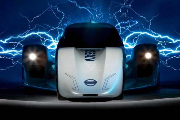 Компания Nissan представила новейший суперкар «ZEOD RC»
